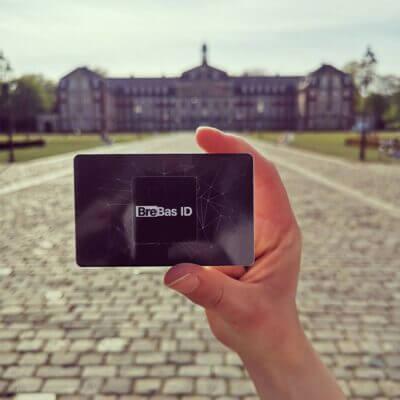 NFC Visitenkarte vor dem Schloss in Münster